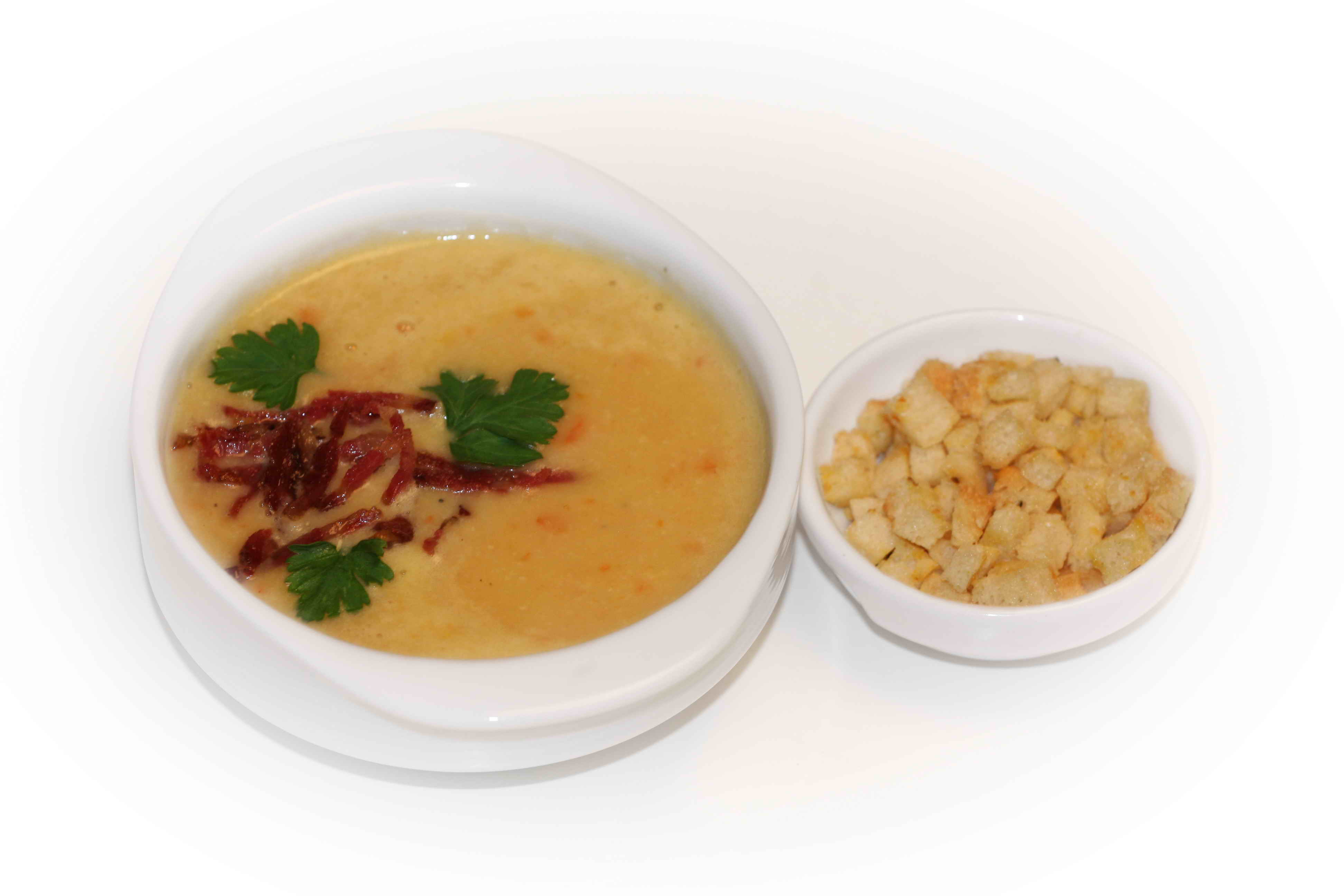 Pea soup with smoked meat products