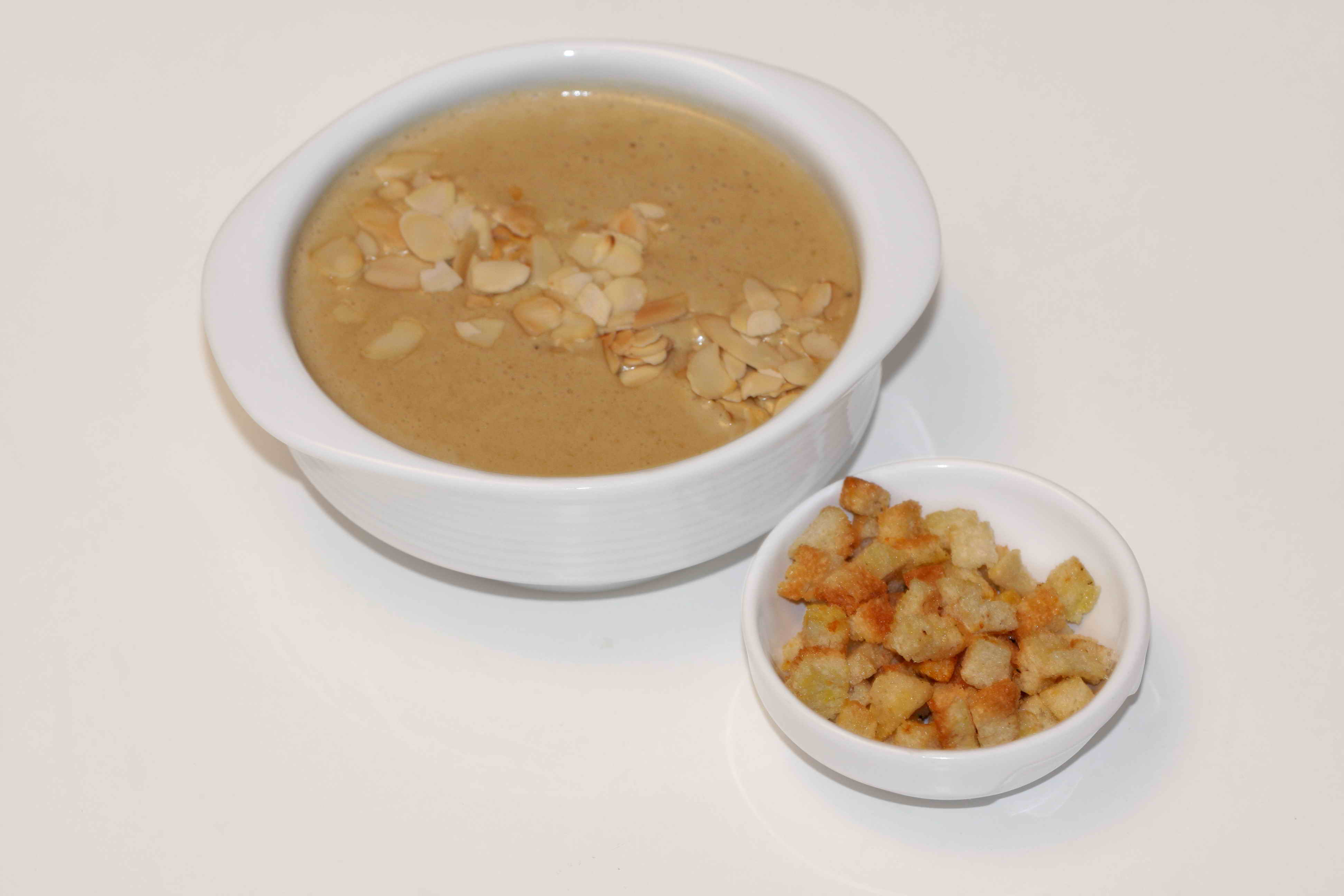 Cream soup with porcini and almonds